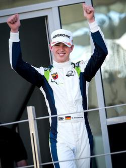 Подиум: победитель гонки Дэвид Шумахер, Rasgaira Motorsports
