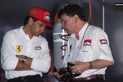 Gerhard Berger, Ferrari, chats with Ferrari Technical Director John Barnard