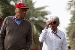 Неисполнительный директор Mercedes AMG F1 Ники Лауда и Берни Экклстоун