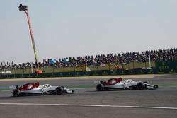 Charles Leclerc, Sauber C37 y Marcus Ericsson, Sauber C37