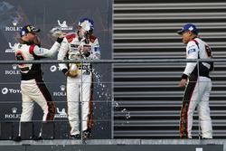 LMGTE Am, podio: terceros #61 Clearwater Racing Ferrari 488 GTE: Weng Sun Mok, Keita Sawa, Matthew Griffin