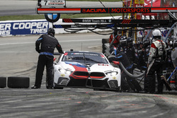 #25 BMW Team RLL BMW M8, GTLM: Alexander Sims, Connor de Phillippi, pit stop