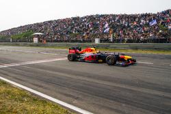 Max Verstappen met RB8 tijdens Jumbo Racedagen