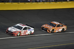 Ryan Blaney, Team Penske, Ford Fusion Hawk/Carlisle, Daniel Suarez, Joe Gibbs Racing, Toyota Camry ARRIS