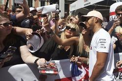 Lewis Hamilton, Mercedes AMG F1, posa per delle foto