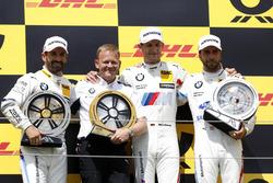 Подиум: победитель Марко Виттман, второе место – Тимо Глок, BMW Team RMG, третье место – Филипп Энг, BMW Team RBM; руководитель BMW Team RMG Штефан Райнхольд