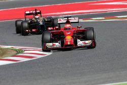 Kimi Raikkonen, Scuderia Ferrari and Pastor Maldonado, Lotus F1 Team