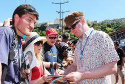 Chris Evans, Broadcaster signs autographs for the fans