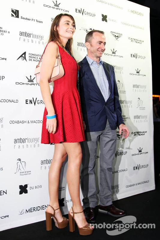 Paddy Lowe, Director Ejecutivo Mercedes AMG F1, con su esposa Anna Danshina en el Amber Lounge Fashion Show