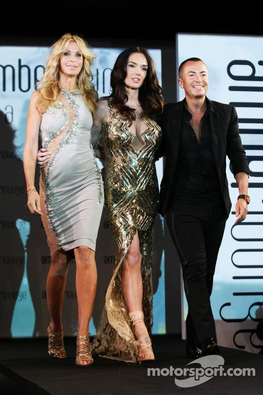 (Esquerda para direita): Melissa Odabash, designer de roupas de natação, com Tamara Ecclestone, e Ju