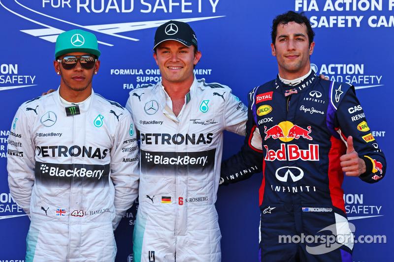 Mercedes AMG F1, segundo; Ganador de la pole position Nico Rosberg, Mercedes AMG F1 y Daniel Ricciardo, Red Bull Racing, tercero