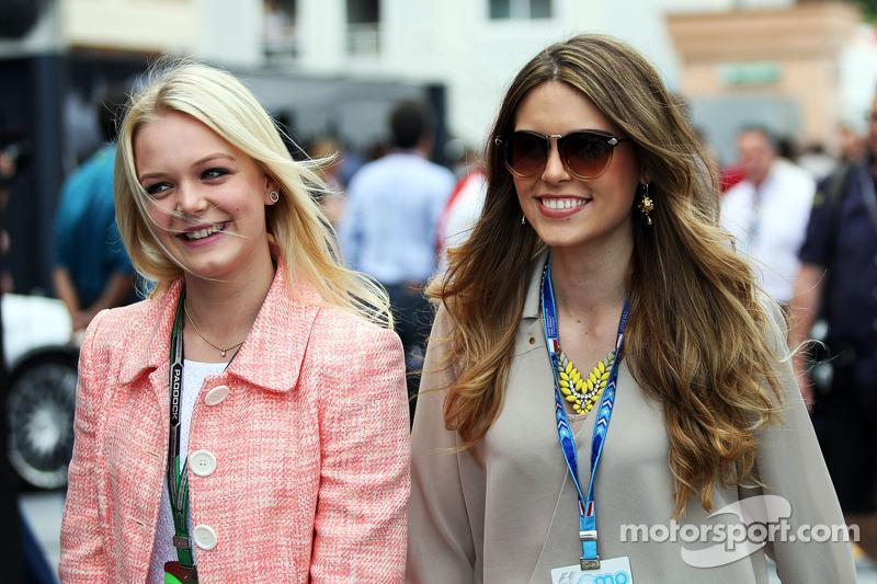 (L to R): Emilia Pikkarainen, Swimmer, girlfriend of Valtteri Bottas, Williams, with Paula Ruiz, girlfriend of Esteban Gutierrez, Sauber