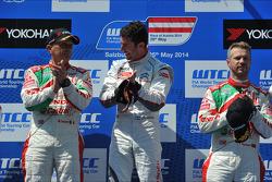 Podium: winner Jose Maria Lopez, second place Gabriele Tarquini, third place Tiago Monteiro