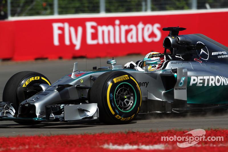 Lewis Hamilton, Mercedes AMG F1 W05 se sale de pista