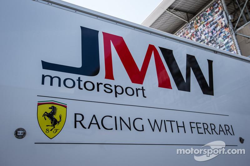 JMW Motorsport padok alanı