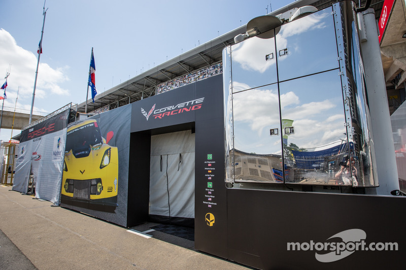 Área da Corvette Racing no paddock