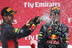 Podio: tercer lugar Sebastian Vettel, Red Bull Racing; ganador de la carrera Daniel Ricciardo, Red Bull Racing RB10
