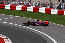 Daniil Kvyat, Scuderia Toro Rosso STR9 spin atıyor