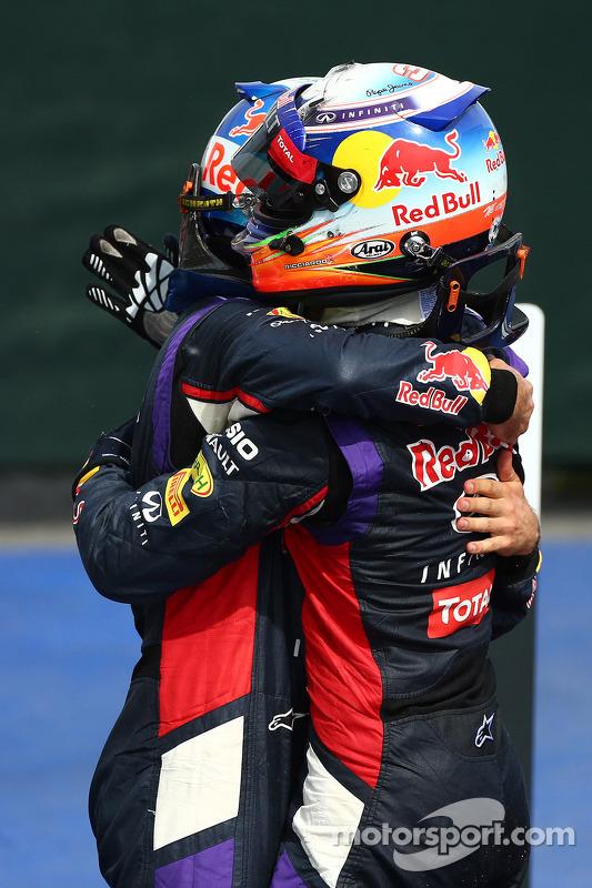 Sebastian Vettel e Daniel Ricciardo celebram