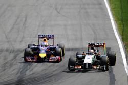Nico Hulkenberg, Sahara Force India F1 VJM07 leads Sebastian Vettel, Red Bull Racing RB10