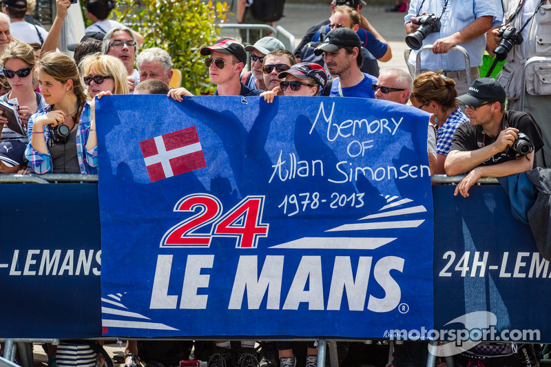 Fan banner for Allan Simonsen during the presentation of the #95 Aston Martin Racing Aston Martin Va