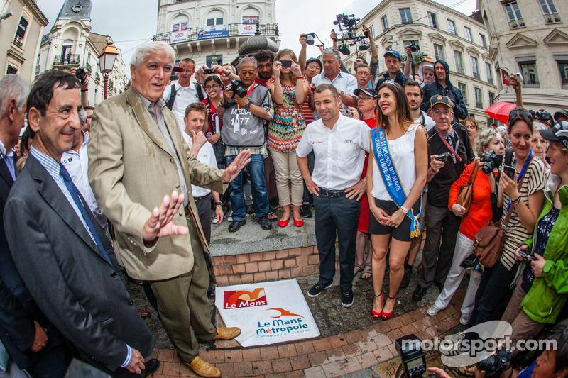 Cerimonia Hand imprint: 2013 24 Ore di Le Mans vincitori Loic Duval, Tom Kristensen e Allan McNish con Miss 24 Ore di Le Mans 2014 e il Presidente ACO Pierre Fillon