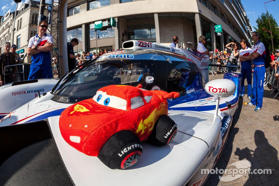 #8 Toyota Racing Toyota TS 040 - Hybrid