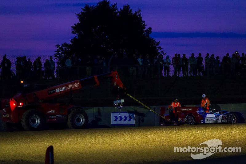 #37 SMP Racing Oreca 03 - Nissan: Kirill Ladygin, Nicolas Minassian, Maurizio Mediani bate na entrad