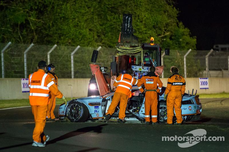 Aftermath of the crash #99 Aston Martin Racing Aston Martin Vantage V8: Alex MacDowall, Darryl O'Young, Fernando Rees