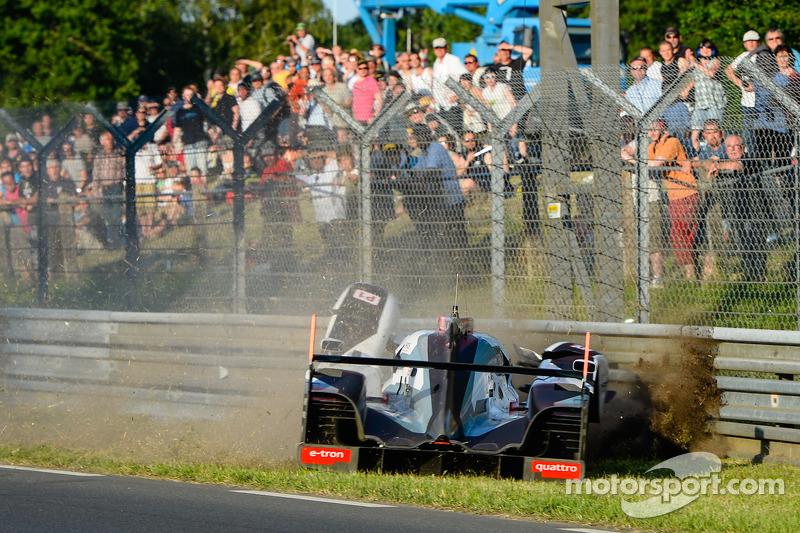 Kaza yapan: #1 Audi Sport Joest Takımı Audi R18 E-Tron Quattro: Lucas Di Grassi, Marc Gene, Tom Kristensen