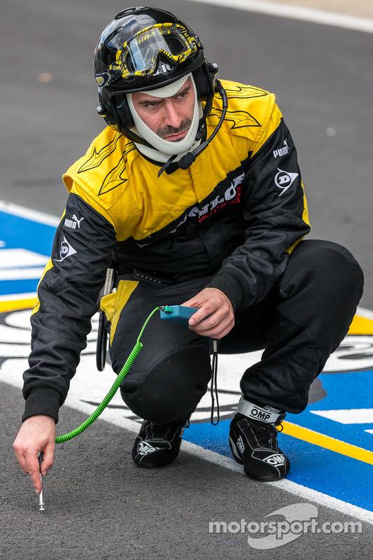 Dunlop lastik mühendisi
