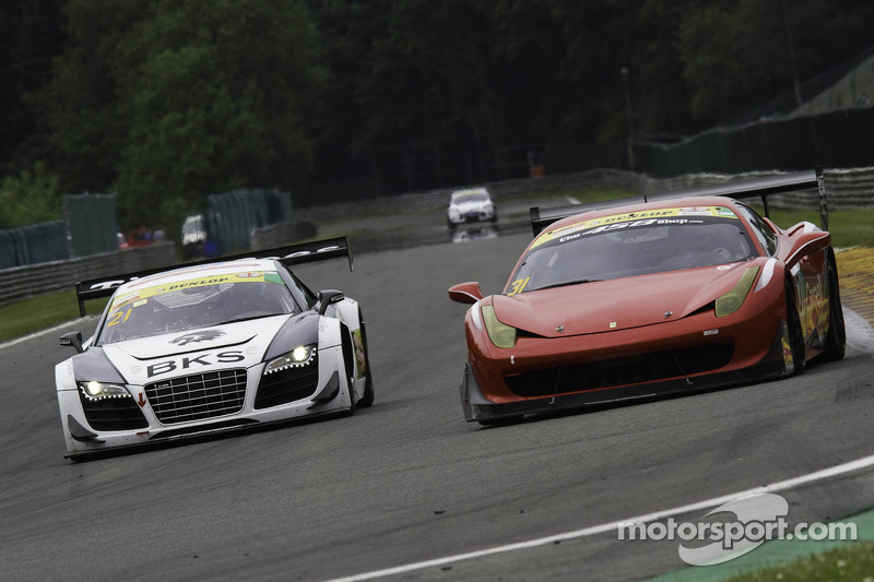 #21 Bamd 法拉利 458 Challenge: 达伦·尼尔森, 尼基尔·格林索尔 #21 Simpson Motorsport 奥迪 R8 LMS GT3: 彼得·库克, 弗兰克·贝利