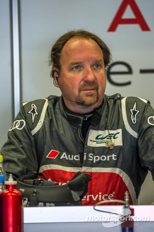 Brad Kettler, preocupado, após acidente com Loic Duval