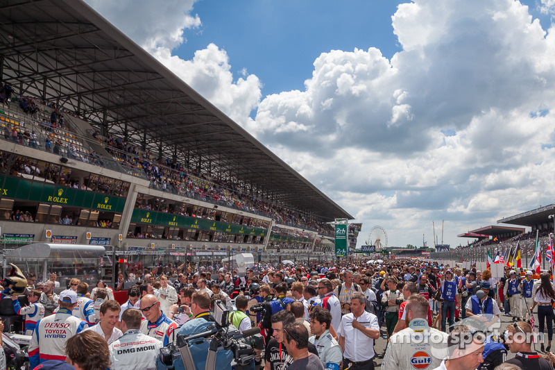 24 Saat Le Mans grid yürüşüyü