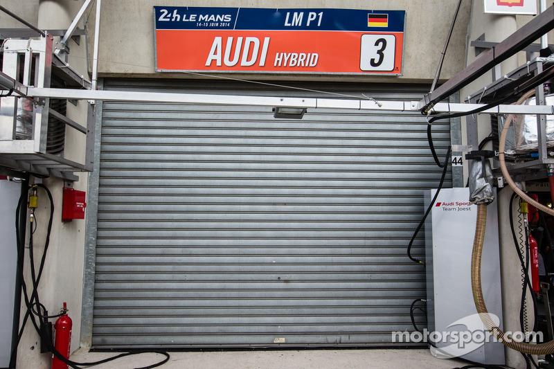 #3 奥迪运动部 Joest 奥迪 R18 E-Tron Quattro 在撞车后退出比赛