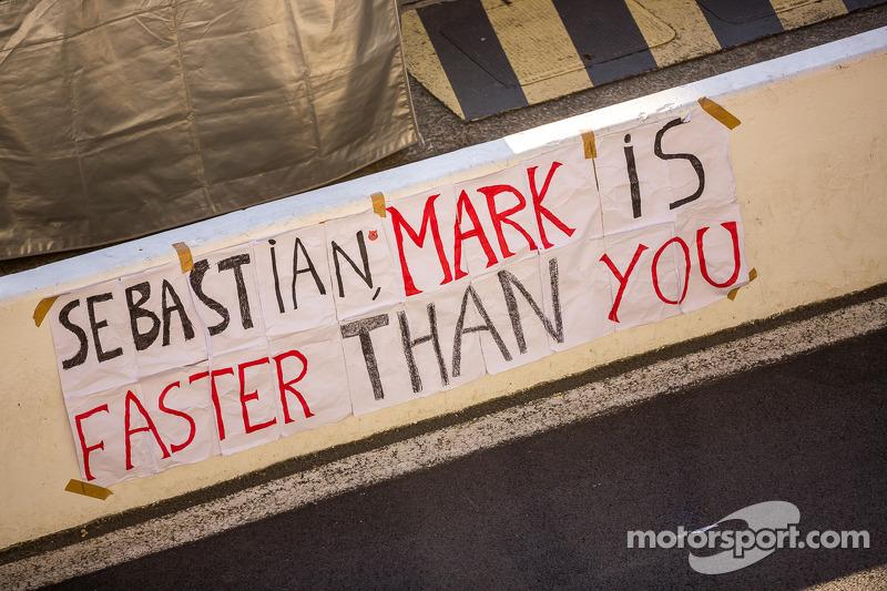 Taraftarlar 24 Saat Le Mans podyumundan sonra pite mesaj bırakıyor