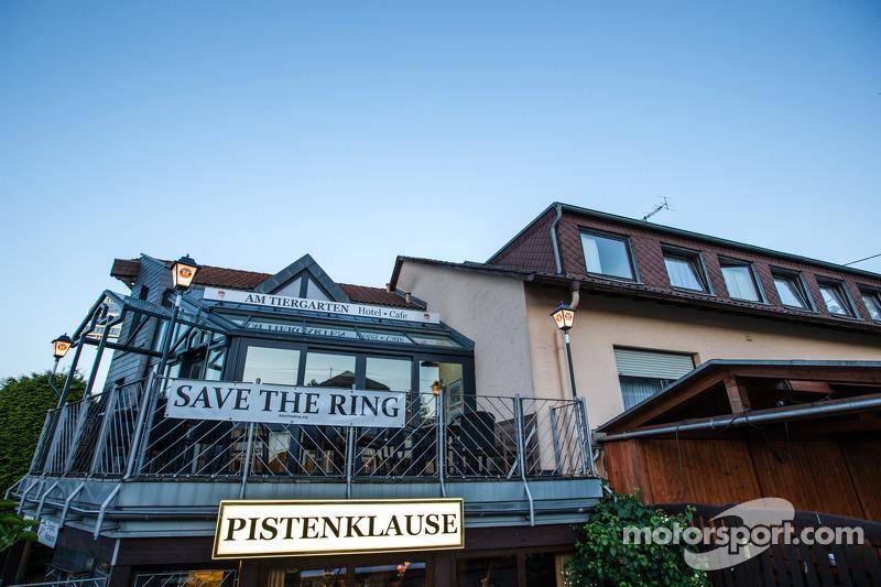 Il leggendario ristorante Pistenklause e l'Hotel Am Tiergarten, a Nürburg