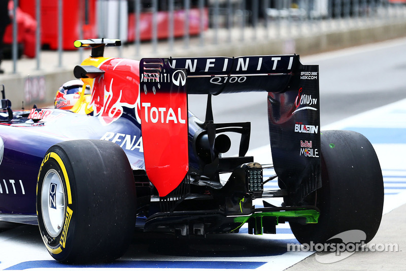 Daniel Ricciardo, Red Bull Racing RB10 with flow-vis paint on the rear diffuser