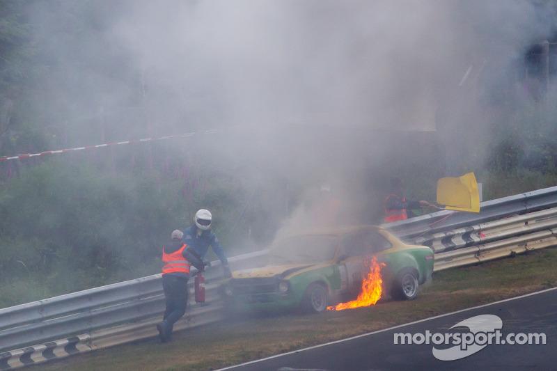 Auto vintage in fiamme a Pflantzgarten pochi minuti prima dell'inizio della sessione di qualifoche Top-30