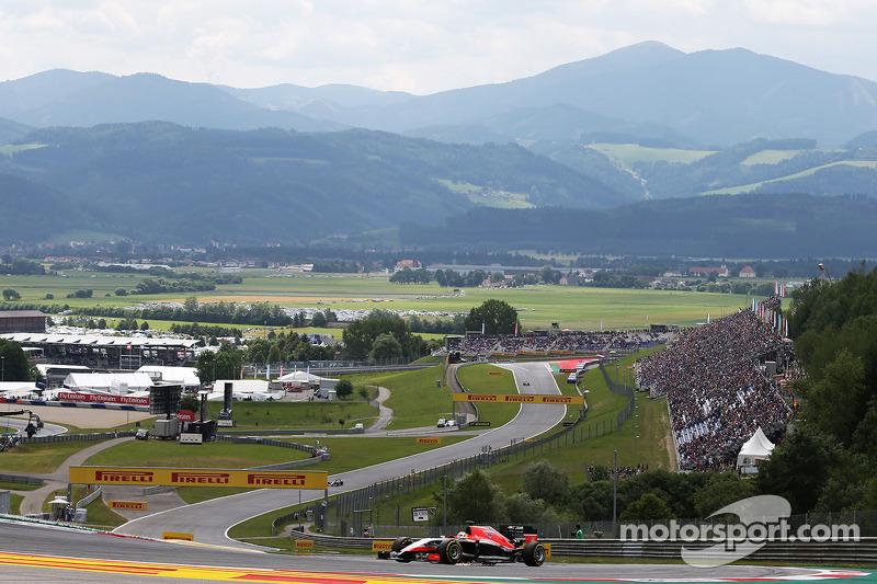 Jules Bianchi, Marussia F1 Takımı MR03 viraj boyunca kıvılcımlar
