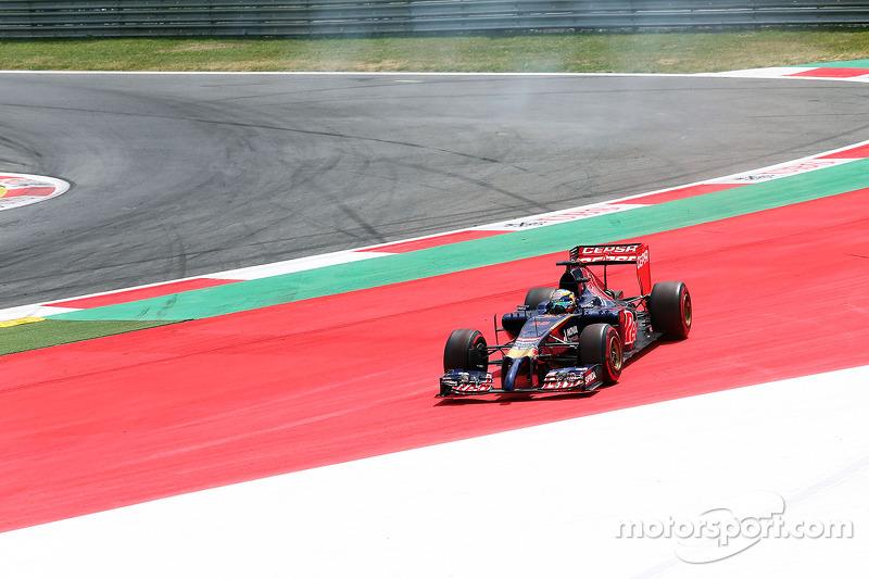 Jean-Eric Vergne, Scuderia Toro Rosso STR9 esce largo