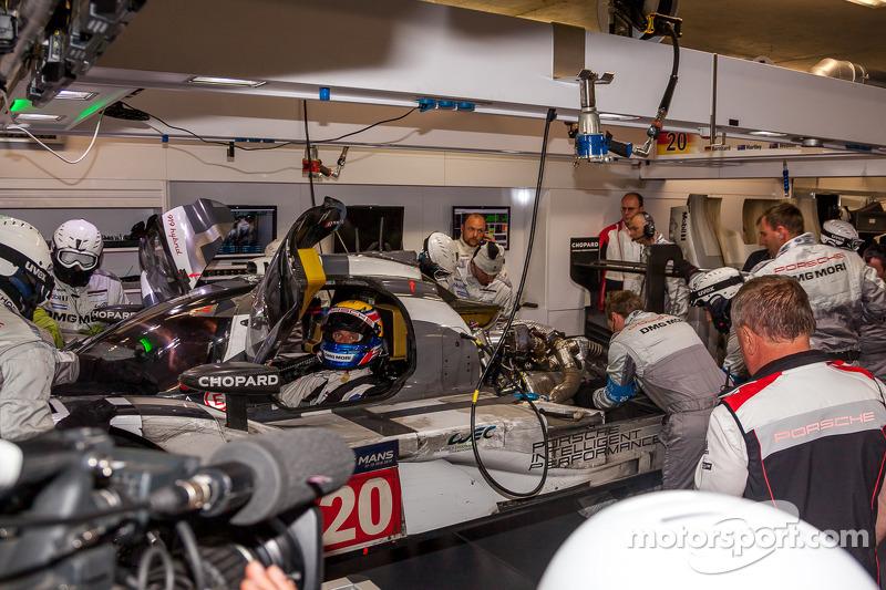 Problemi per #20 Porsche Team Porsche 919 Hybrid: Timo Bernhard, Mark Webber, Brendon Hartley