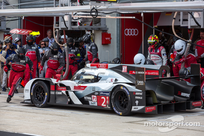 Final driver change for the #2 Audi Sport Team Joest Audi R18 E-Tron Quattro: Marcel Fässler, Andre
