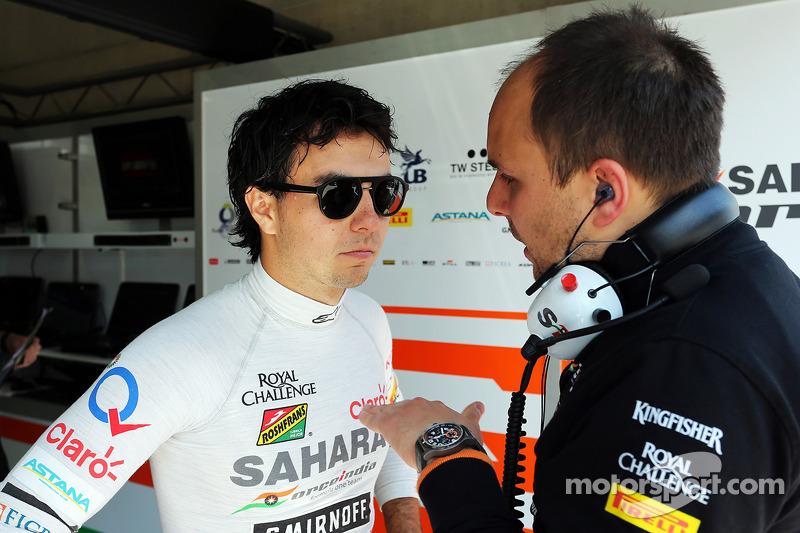 (L to R): Sergio Perez, Sahara Force India F1 VJM07 with Gianpiero Lambiase, Sahara Force India F1 E