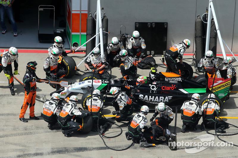 Sergio Perez, Sahara Force India durante pitstop