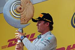 Vencedor da corrida Nico Rosberg, Mercedes AMG F1 no pódio