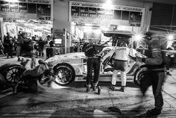 Pitstop: #23 Rowe Racing Mercedes-Benz SLS AMG GT3: Klaus Graf, Jan Seyffarth, Thomas Jäger, Richard