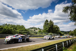 起步: #20 Schubert Motorsport 宝马 Z4 GT3: Jens Klingmann, Dominik Baumann, Cl奥迪a Hürtgen, Martin Tomczyk
