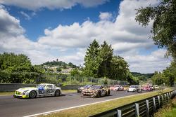 起步: #15 HTP车队,梅赛德斯-奔驰 SLS AMG GT3: Harold Primat, Maximilian Götz, Kenneth Heyer, Roland Rehfeld,和#2