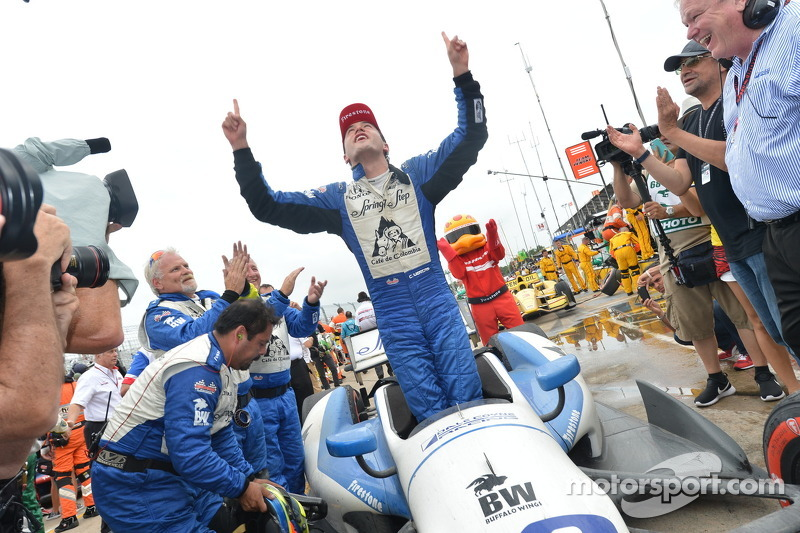 Carlos Huertas kutlama yapıyor his first win